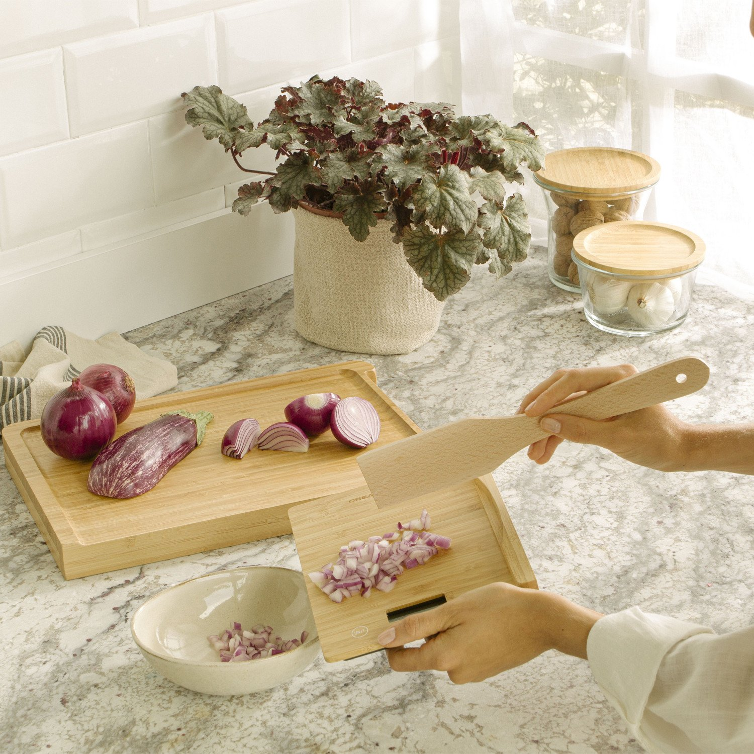 BOARD SCALE BAMBOO - Kitchen cutting board with integrated scale, imagen de galería 1